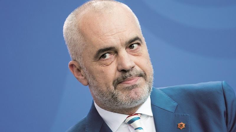 OVA LEPOTICA RUŠI EDIJA RAMU Ona je najlepša političarka Albanije, ali zbog kontroverzne udaje svi pričaju SAMO O JEDNOM (FOTO) 1