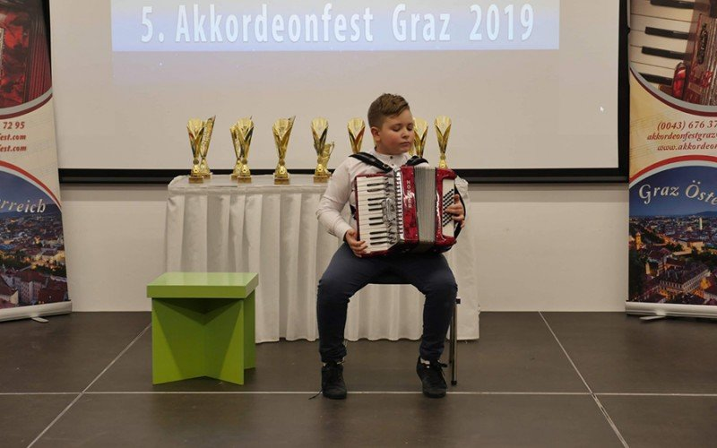 Talentovani Đorđe Perić iz Bijeljine najbolji na Festivalu harmonike u Gracu 1