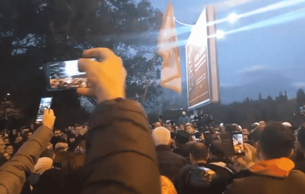 DIŽU SE SRBI ŠIROM BALKANA ''Ne damo svetinje'' se ori u Kumanovu! 1