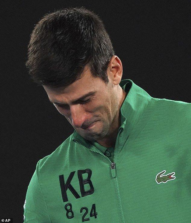 ĐOKOVIĆ U SUZAMA: Novak se nije mogao suzdržati kada mu je Mekinro postavio ovo pitanje (VIDEO) 1
