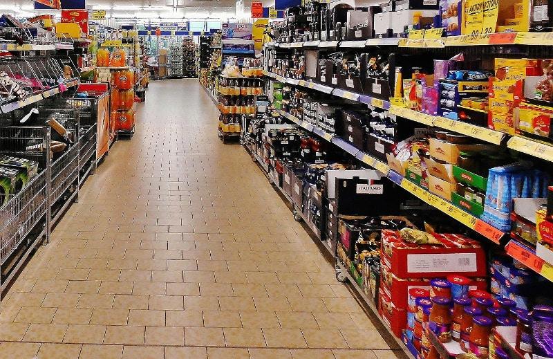 NAJVEĆA DILEMA DANA: Da li se zabranjuje rad prodavnica posle 18h? 1