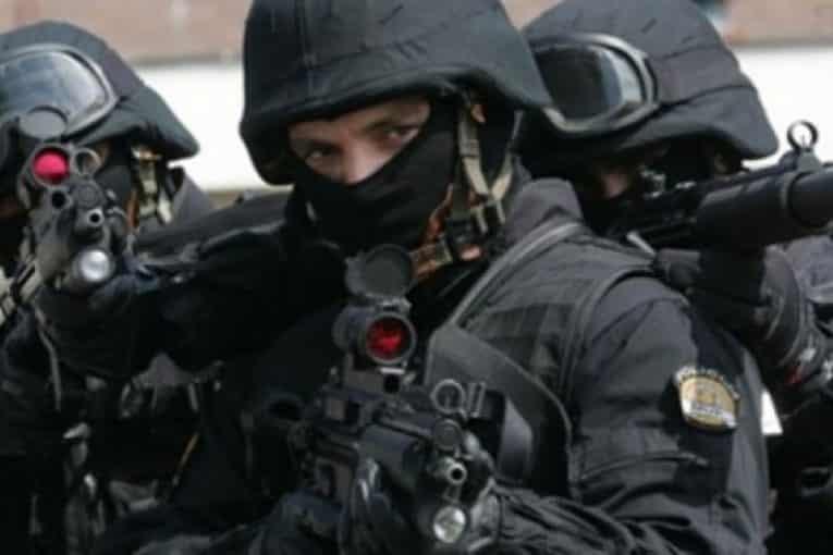 MILOVA DIKTATURA SVE OTVORENIJA: Jake policijske barikade na granici zbog litija (FOTO) 3