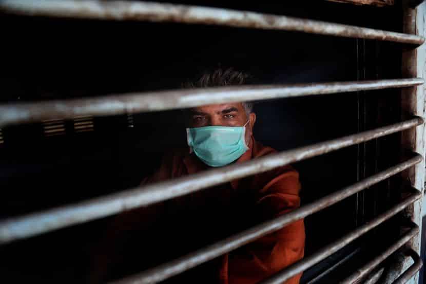 KORONA DIKTATORI GAZE PO NARODU: 624 kazne zbog nenošenja maski 1