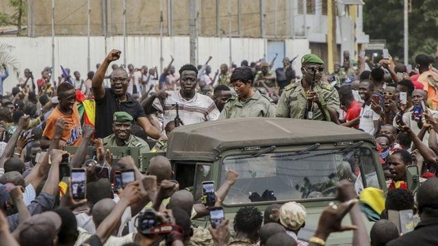 MALI I REVOLUCIJA: Uhapsili predsednika, vlast u rukama pobunjenika 1