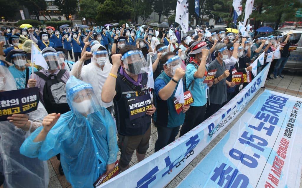 JUŽNA KOREJA SE DIGLA: Protiv korona diktature 3