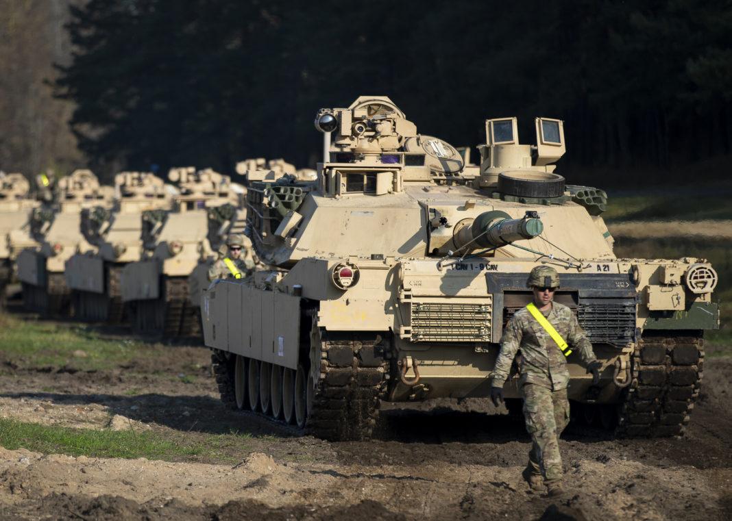 AMERIKA DIGLA VOJSKU: Tenkovi na 15km od Beloruske granice! 1
