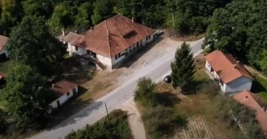 TUŽNA SUDBINA SRPSKOG SELJAKA: Cela sela se prodaju! 1