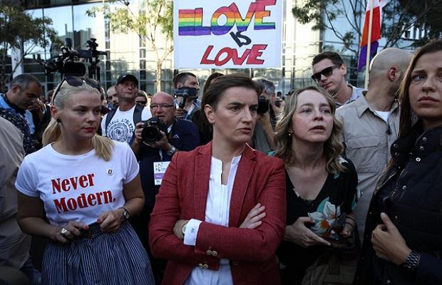 NOVI ZAKON U NAJAVI: Ko uvredi gej populaciju na Fejsbuku, ide pravo na robiju!? 1
